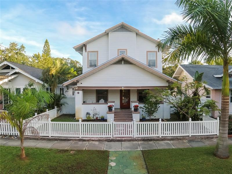 Image for property 209 15TH AVENUE, ST PETERSBURG, FL 33704