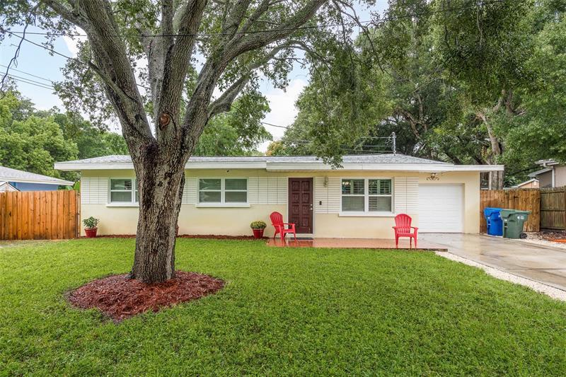 Image for property 916 PALM DRIVE, LARGO, FL 33770