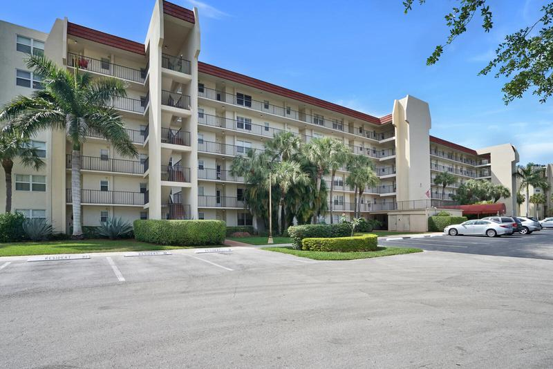 Image for property 3871 Via Poinciana 102, Lake Worth, FL 33467