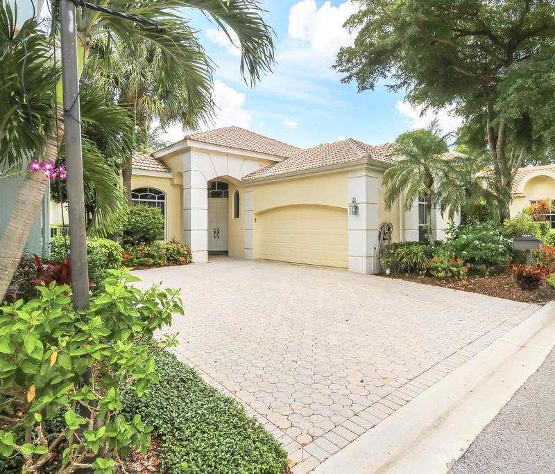 Image for property 16850 Knightsbridge Lane, Delray Beach, FL 33484