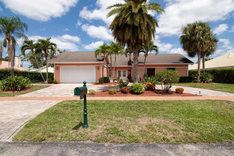 Image for property 12735 Headwater Circle, Wellington, FL 33414