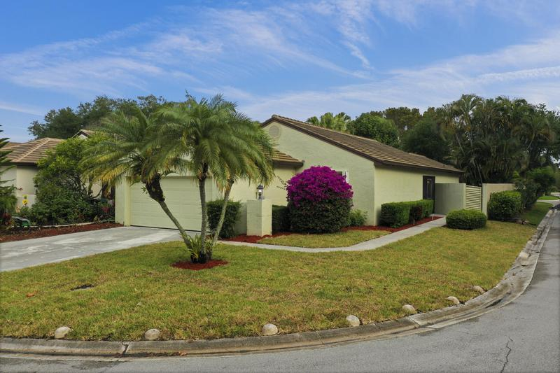 Image for property 54 Ironwood Way, Palm Beach Gardens, FL 33418