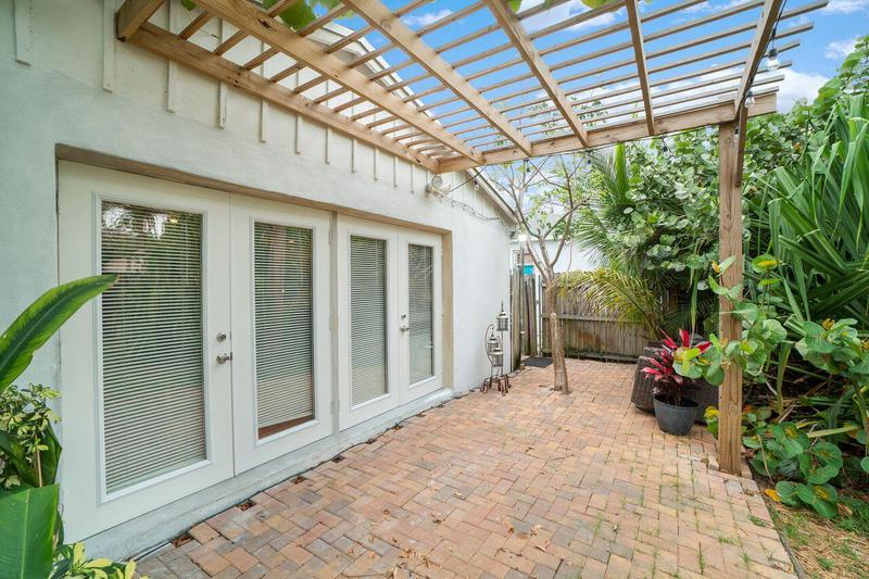 Image for property 250 13th Street, Delray Beach, FL 33444