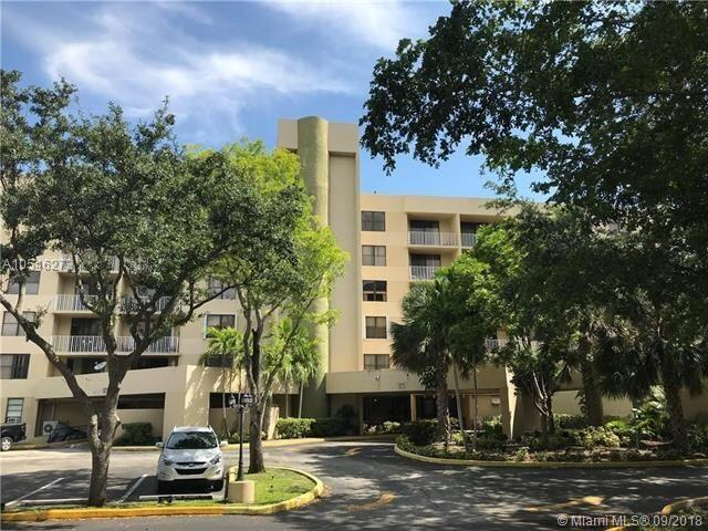 Image for property 901 Hillcrest Drive 409, Hollywood, FL 33021