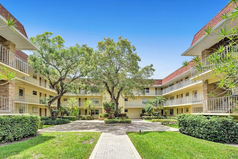 Image for property 5510 Tamberlane Circle 247, Palm Beach Gardens, FL 33418