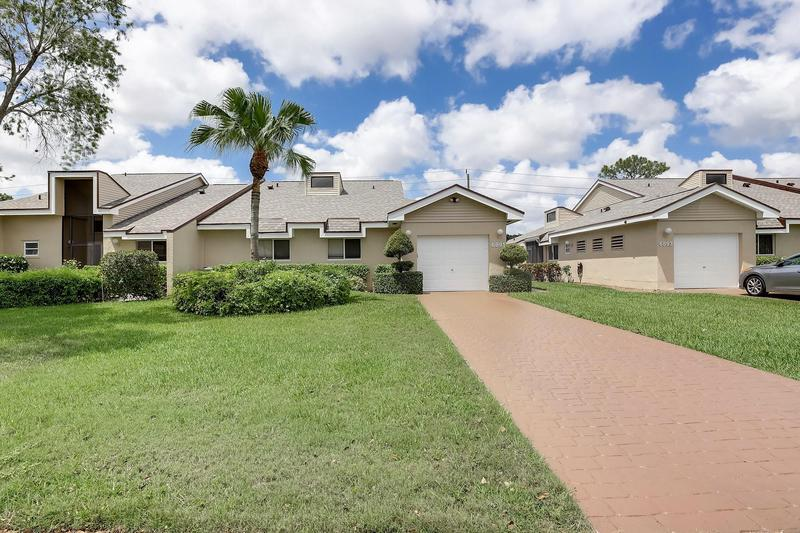 Image for property 6891 Fountains Circle, Lake Worth, FL 33467