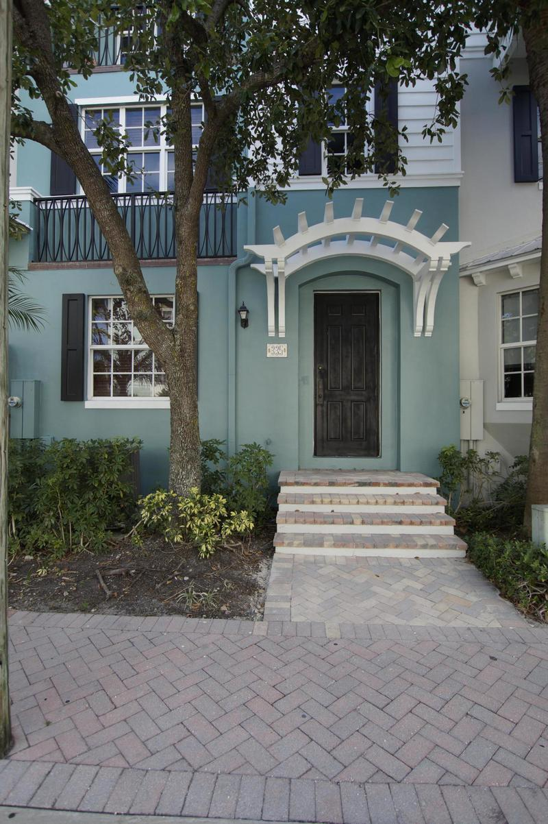 Image for property 335 Mallory Circle, Delray Beach, FL 33483
