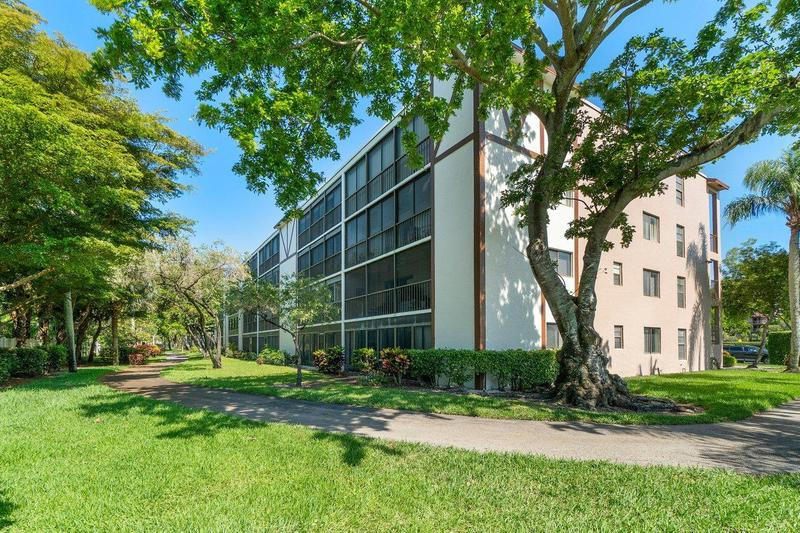 Image for property 7301 Amberly 402 Lane 402, Delray Beach, FL 33446
