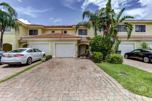 Image for property 861 Imperial Lake Road, West Palm Beach, FL 33413
