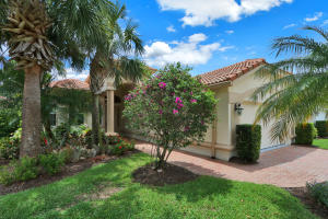 Image for property 7652 Greenbrier Circle, Port Saint Lucie, FL 34986