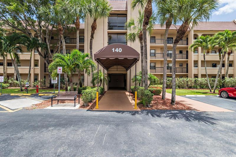Image for property 140 Lake Nancy Lane 312, West Palm Beach, FL 33411