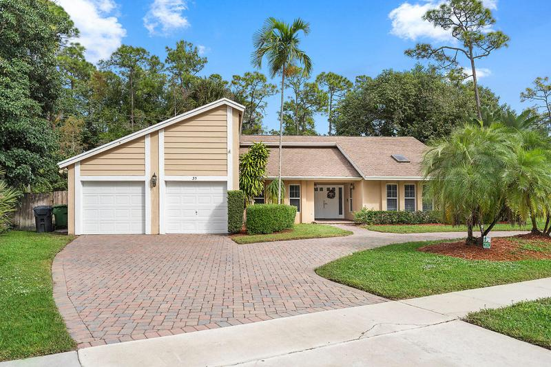 Image for property 35 Saint Davids Way, Wellington, FL 33414