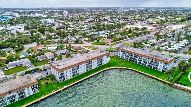 Image for property 410 Wilma Circle 403, Riviera Beach, FL 33404