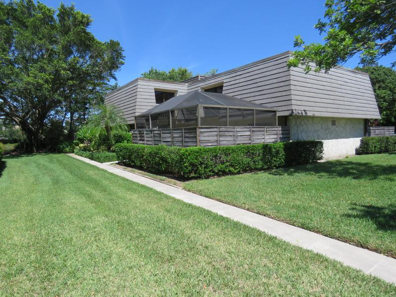 Image for property 819 8th Terrace, Palm Beach Gardens, FL 33418