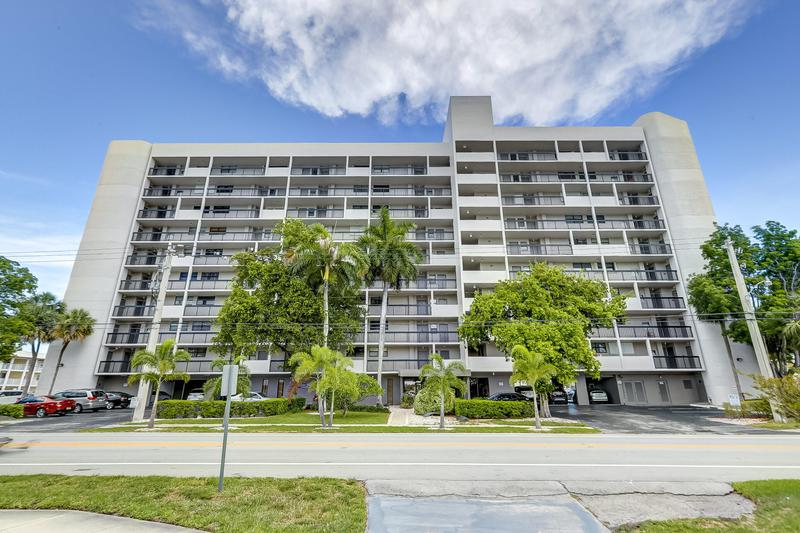 Image for property 4800 Bayview Drive 402, Fort Lauderdale, FL 33308