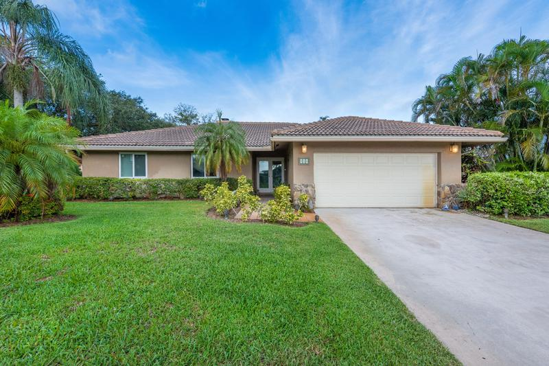 Image for property 910 7th Court, Delray Beach, FL 33445