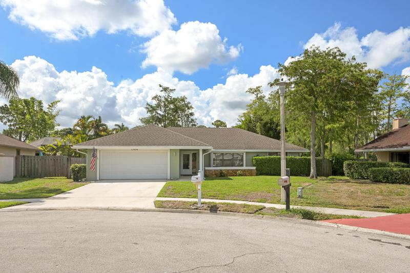Image for property 13936 Barberry Court, Wellington, FL 33414