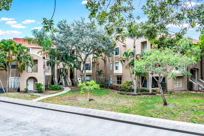 Image for property 1885 Palm Cove Boulevard 10-208, Delray Beach, FL 33445
