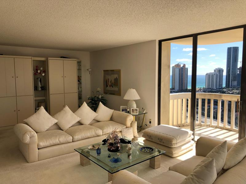 Image for property 19355 Turnberry Way 25e, Aventura, FL 33180
