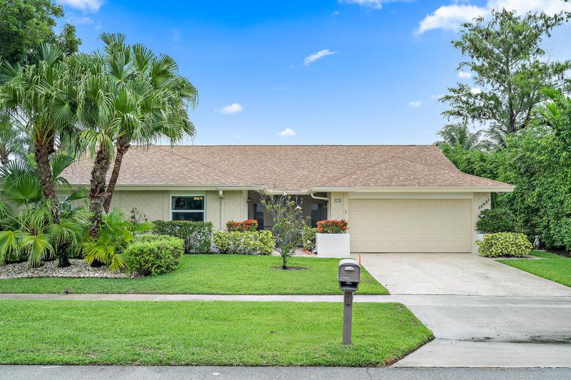 Image for property 13621 Barberry Drive, Wellington, FL 33414