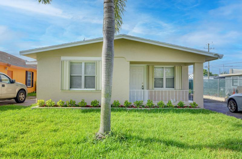 Image for property 4442 Anna Lane, Palm Springs, FL 33406